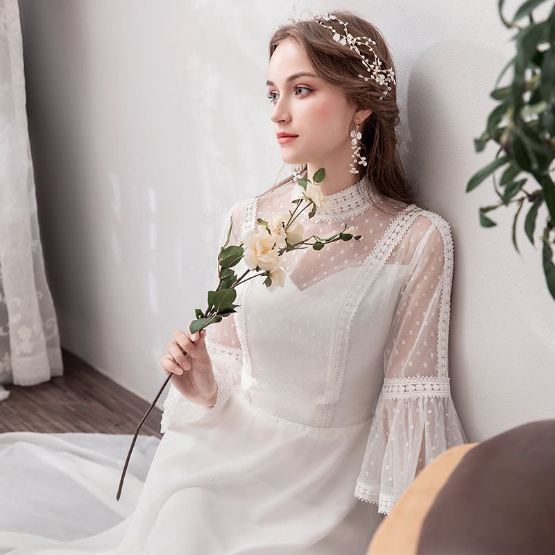 Modest / Simple Ivory Chiffon Beach Wedding Dresses 2019 A-Line / Princess See-through High Neck Bell sleeves Spotted Tulle Floor-Length / Long