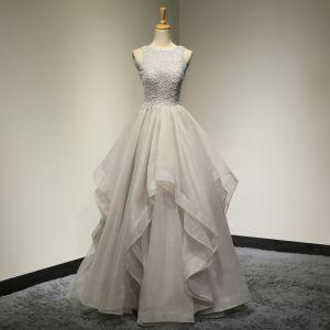 Schöne Grau Ballkleider 2017 Festliche Kleider Abendkleider A Linie Rundhalsausschnitt Ärmellos Perlenstickerei Rüschen Rückenfreies Organza