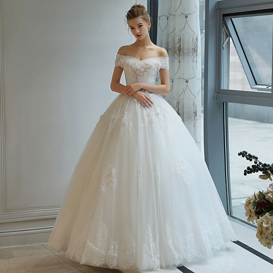 d9c04c7c6b Affordable Ivory Wedding Dresses 2018 Ball Gown Lace Flower Appliques Pearl  Off-The-Shoulder Backless Short Sleeve Floor-Length / Long Wedding