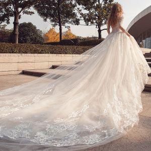 Abordable Moderne / Mode Église Robe De Mariée 2017 En Dentelle Appliques Amoureux Manches Longues Dos Nu Cathedral Train Blanche Robe Boule