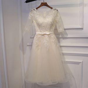 Simple Champagne Robe Pour Mariage 2017 En Dentelle Fleur Noeud Courte Encolure Dégagée 1/2 Manches Princesse Robe Demoiselle D'honneur