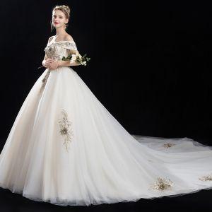 Élégant Champagne Robe De Mariée 2018 Princesse En Dentelle Fleur Perlage Gland Faux Diamant De l'épaule Dos Nu Manches Courtes Cathedral Train Mariage