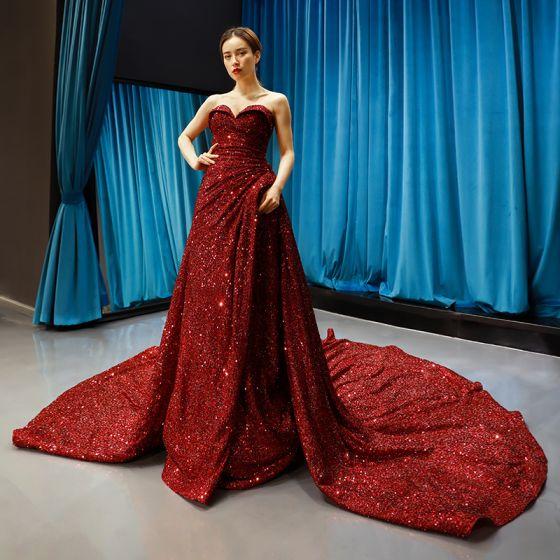 Błyszczące Burgund Cekiny Czerwony dywan Sukienki Wieczorowe 2020 Princessa Kochanie Bez Rękawów Trenem Kaplica Bez Pleców Sukienki Wizytowe