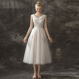 Modern / Fashion Champagne Prom Dresses 2018 A-Line / Princess Scoop Neck Sleeveless Embroidered Spotted Tulle Tea-length Ruffle Backless Formal Dresses