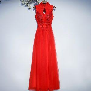 Schöne Rot Festliche Kleider Abendkleider 2017 Mit Spitze Blumen Pailletten Rückenfreies Stehkragen Ärmellos Lange A Linie
