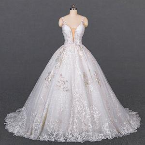 Luksusowe Białe ślubna Suknie Ślubne 2020 Suknia Balowa Głęboki V-Szyja Bez Rękawów Bez Pleców Aplikacje Z Koronki Frezowanie Trenem Kaplica Wzburzyć