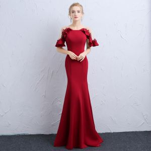 Elegant Burgundy See-through Evening Dresses  2018 Trumpet / Mermaid Scoop Neck Short Sleeve Appliques Lace Pearl Floor-Length / Long Ruffle Formal Dresses