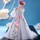 Chic / Belle Église Robe Pour Mariage 2017 Robe Ceremonie Fille Bleu Ciel Princesse Tribunal Train V-Cou Manches Longues Dos Nu Fleur Appliques Faux Diamant Plumes Fleurs Artificielles