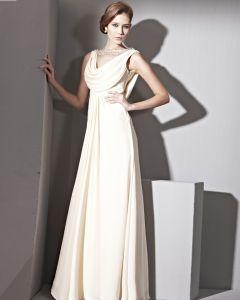 Bodenlange V-ausschnitt Ärmellose Seidensatin Sammeln Taille Abendkleider