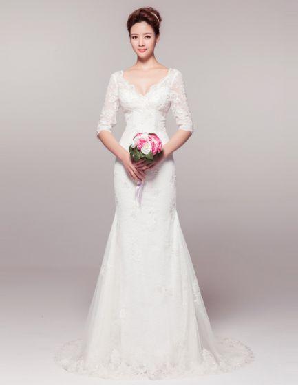 Eleganta A-line Axlar Halv Spets Ärmar Djup V Hals Beading Bröllopsklänningar
