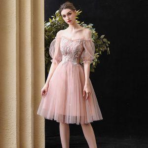 Chic / Belle Perle Rose de retour Robe De Graduation 2020 Princesse De l'épaule Gonflée Manches Courtes Perlage Paillettes Courte Volants Dos Nu Robe De Ceremonie
