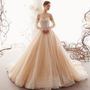 Eleganta Champagne Spets Bröllopsklänningar 2019 Prinsessa Älskling Avtagbar Bell ärmar Halterneck Beading Pärla Cathedral Train Ruffle
