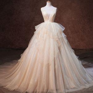 Luxus / Herrlich Champagner Glanz Brautkleider / Hochzeitskleider 2019 A Linie Durchsichtige Tiefer V-Ausschnitt Ärmellos Rückenfreies Fallende Rüsche