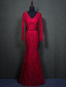 Elegante Burgunder Abendkleider 2016 Meerjungfrau Perlen Mit V-ausschnitt Mit Langen Ärmeln Spitze Formales Kleid Mit Schärpe
