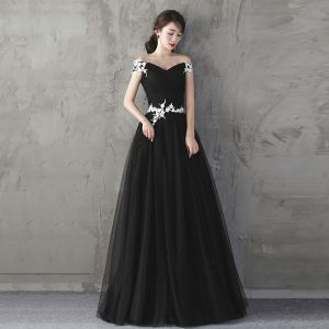 Affordable Black Evening Dresses  2019 A-Line / Princess Off-The-Shoulder Short Sleeve Appliques Lace Pearl Floor-Length / Long Ruffle Backless Formal Dresses