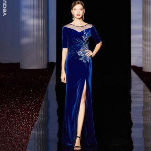 Classique Bleu Roi Velour Robe De Soirée 2020 Gaine / Ajustement Transparentes Encolure Dégagée 1/2 Manches Appliques Paillettes Faux Diamant Fendue devant Longue Volants Robe De Ceremonie