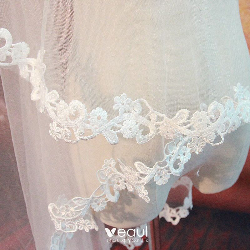 Luxury / Gorgeous 2017 White Lace Appliques Tulle Beach Wedding Veils
