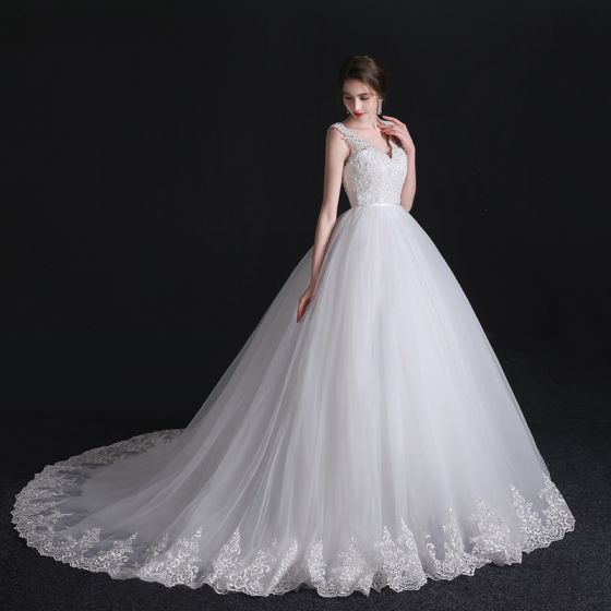 Modest Simple White Wedding Dresses 2018 Ball Gown Lace V Neck Backless Sleeveless Court Train Wedding