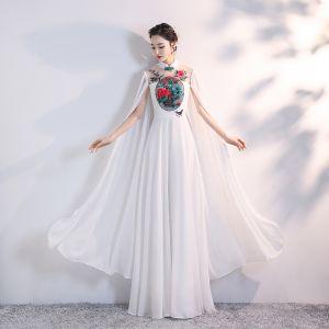 Style Chinois Blanche Chiffon Cheongsam 2020 Princesse Transparentes Col Haut Manches Longues Appliques Brodé Longue Volants Robe De Ceremonie