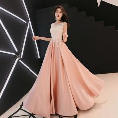 Affordable Pearl Pink Satin Evening Dresses  2019 A-Line / Princess See-through Scoop Neck Sleeveless Appliques Lace Rhinestone Floor-Length / Long Ruffle Formal Dresses