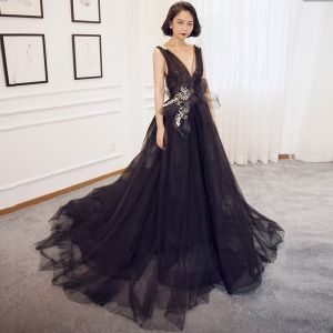Sexy Black Evening Dresses  2018 A-Line / Princess V-Neck Sleeveless Appliques Lace Bow Court Train Ruffle Backless Formal Dresses
