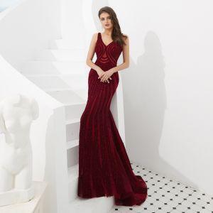 Luxe Bordeaux Robe De Soirée 2020 Trompette / Sirène V-Cou Sans Manches Fait main Perlage Train De Balayage Dos Nu Robe De Ceremonie