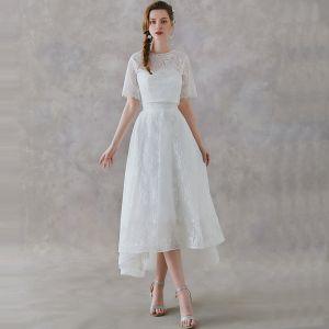 2 Stück Ivory / Creme Spitze Garten / Im Freien Brautkleider / Hochzeitskleider 2019 A Linie Rundhalsausschnitt Kurze Ärmel Rückenfreies Asymmetrisch Rüschen