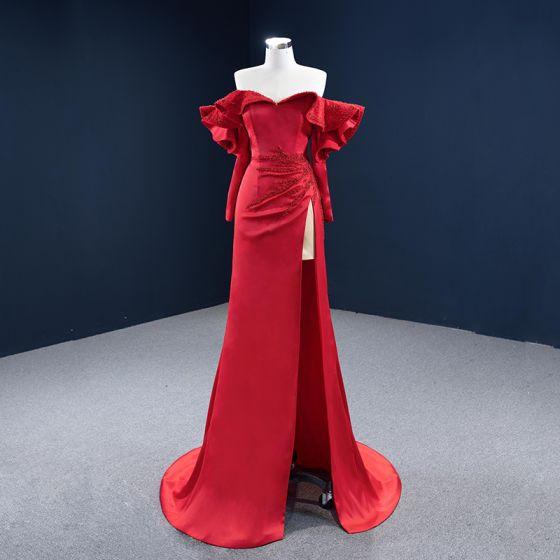 Luxe Rouge Satin Tapis rouge Robe De Soirée 2020 Gaine / Ajustement De l'épaule Manches Longues Perlage Fendue devant Train De Balayage Volants Dos Nu Robe De Ceremonie
