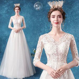 Niedrogie Iluzja Kość Słoniowa Suknie Ślubne 2020 Princessa V-Szyja Z Koronki Kwiat 1/2 Rękawy Długie