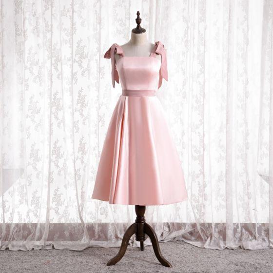 Encantador Rosa Satén Vestidos De Damas De Honor 2021 A-Line / Princess Escote Cuadrado Bowknot Sin Mangas Sin Espalda Té De Longitud Vestidos para bodas