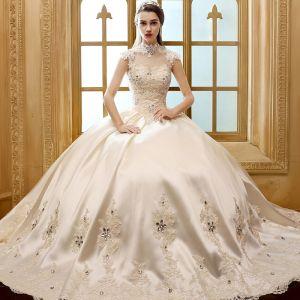 Vintage Hall Bröllopsklänningar 2017 Champagne Balklänning Långa Hög Hals Ärmlös Halterneck Spets Appliqués Rhinestone