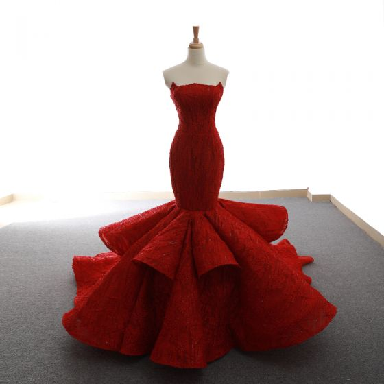 Lyx Burgundy Röda mattan Aftonklänningar 2020 Trumpet / Sjöjungfru Axelbandslös Ärmlös Glittriga / Glitter Appliqués Spets Svep Tåg Ruffle Halterneck Formella Klänningar