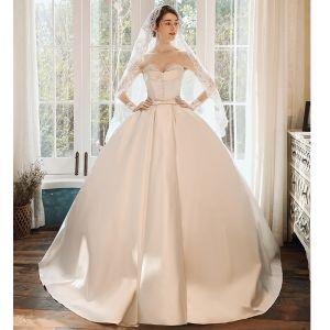 Snygga / Fina Elfenben Satin Brud Bröllopsklänningar 2020 Balklänning Älskling Ärmlös Halterneck Beading Pärla Rosett Skärp Svep Tåg Ruffle