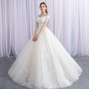 Eleganta Elfenben Bröllopsklänningar 2019 Balklänning Av Axeln Beading Spets Appliqués Korta ärm Halterneck Långa