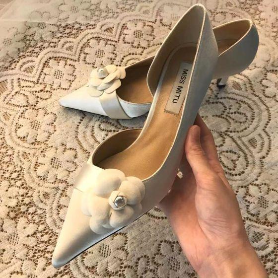 Eleganta Elfenben Blomma Brudskor 2020 Läder Satin 7 cm Stilettklackar Spetsiga Bröllop Klackskor
