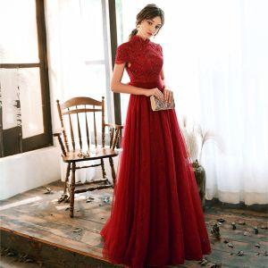 Vintage Rot Spitze Abendkleider 2020 A Linie Stehkragen Kurze Ärmel Pailletten Perlenstickerei Lange Rüschen Rückenfreies Schleife Festliche Kleider