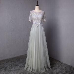 Abordable Gris Robe De Bal 2018 Princesse Noeud En Dentelle Fleur Encolure Dégagée Manches Courtes Longue Robe De Ceremonie