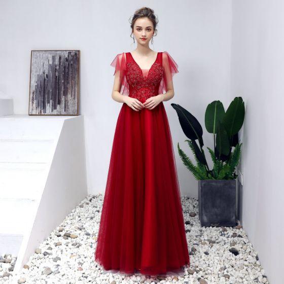 Fine Burgunder Ballkjoler 2019 Prinsesse V-Hals Beading Krystall Blonder Blomst Korte Ermer Ryggløse Lange Formelle Kjoler