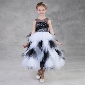 Najpiękniejsze / Ekskluzywne Czarne Białe Przezroczyste Sukienki Dla Dziewczynek 2018 Suknia Balowa Wycięciem Bez Rękawów Aplikacje Kwiat Długość Herbaty Kaskadowe Falbany Sukienki Na Wesele