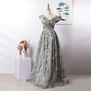 Luxe Charmant Gris Robe De Soirée 2020 Princesse V-Cou Fait main Perlage Cristal Faux Diamant En Dentelle Fleur Sans Manches Dos Nu Longue Robe De Ceremonie