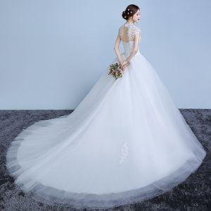 Elegantes Blanco Vestidos De Novia 2019 Ball Gown Con Encaje Flor Perla Lentejuelas Cuello Alto Manga Corta Sin Espalda Cathedral Train