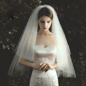 Romantyczny Kość Słoniowa Krótkie Welony Ślubne 2020 Tiulowe Frezowanie Perła Ślub