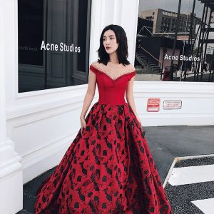 Luxury / Gorgeous Burgundy Prom Dresses 2018 A-Line / Princess See-through Scoop Neck Cap Sleeves Rhinestone Printing Flower Satin Sweep Train Ruffle Backless Formal Dresses