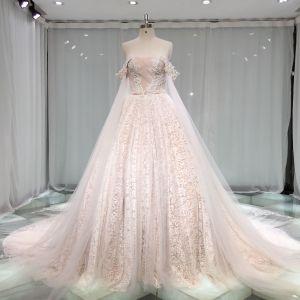 Luxus / Herrlich Champagner Spitze Brautkleider / Hochzeitskleider 2019 Prinzessin Herz-Ausschnitt Off Shoulder Kurze Ärmel Rückenfreies Perlenstickerei Kathedrale Schleppe Rüschen