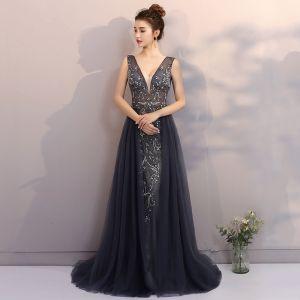 Luxus / Herrlich Marineblau Abendkleider 2017 A Linie V-Ausschnitt Spitze Handgefertigt Strass Perlenstickerei Applikationen Rückenfreies Abend Festliche Kleider