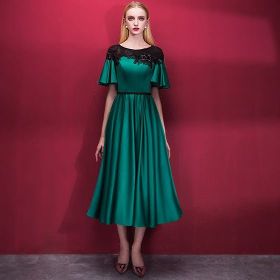 Chic / Beautiful Dark Green Homecoming Graduation Dresses 2018 A-Line / Princess Scoop Neck Short Sleeve Appliques Lace Sash Tea-length Ruffle Formal Dresses