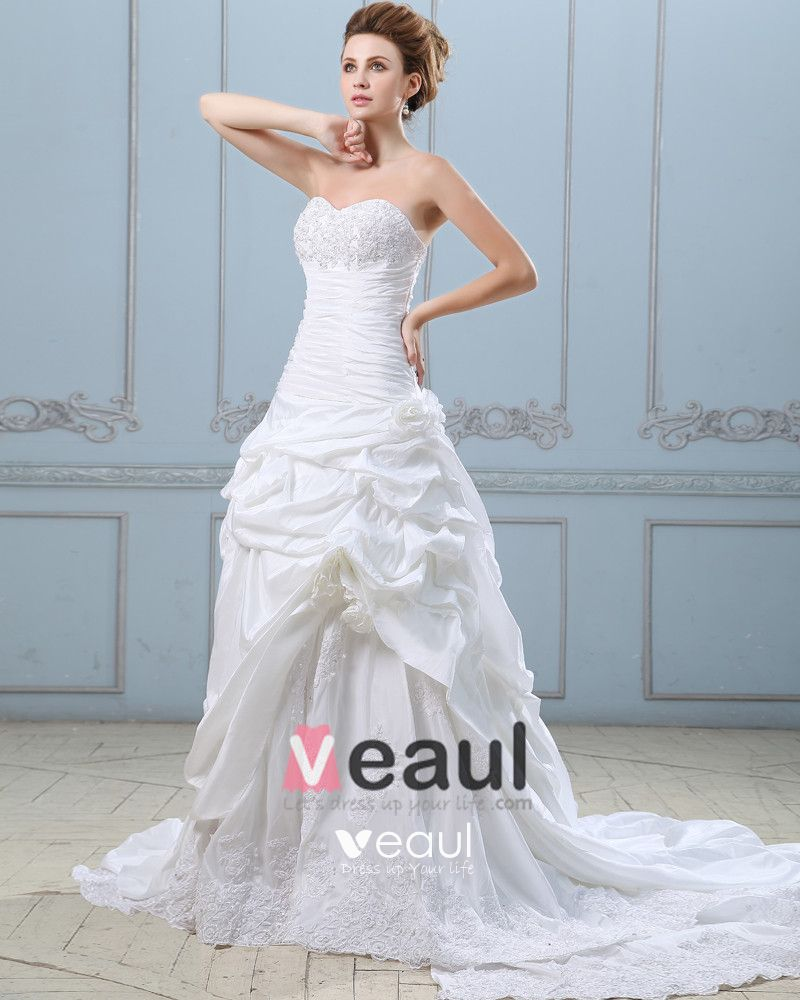 Elegant Applique Ruffle Sweetheart Taffeta Lace Ball Gown Wedding Dress