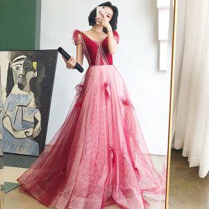 Hermoso Rojo Vestidos de noche 2020 A-Line / Princess V-Cuello Manga Corta Rebordear Glitter Tul Pluma Colas De Barrido Sin Espalda Vestidos Formales