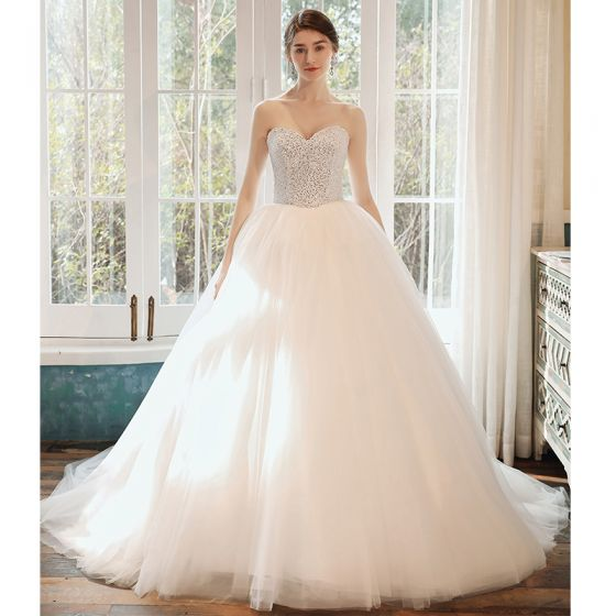 Romantic White Bridal Wedding Dresses 2020 Ball Gown Sweetheart Sleeveless Backless Sequins Beading Cathedral Train Ruffle