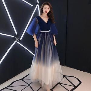 Moderne / Mode Bleu Marine Dégradé De Couleur Robe De Soirée 2019 Princesse V-Cou 1/2 Manches Faux Diamant Ceinture Longue Volants Dos Nu Robe De Ceremonie